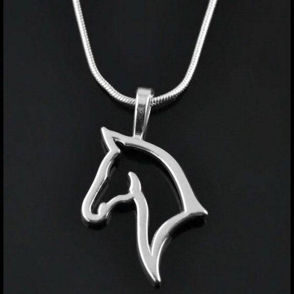 Silvrigt häst smycke