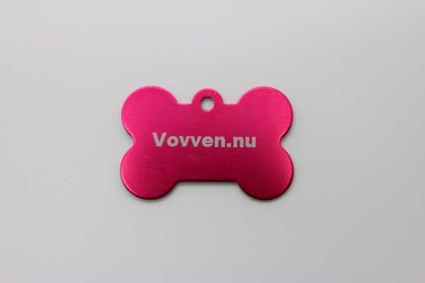 rosa hund id bricka